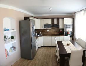 celkovy pohled na kuchyňku :-) světylko už je na cestě :-)