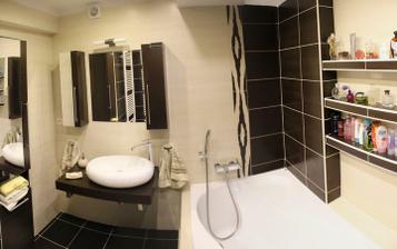 celá koupelnička, jen není vidět kout s WC