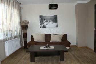 nová výmalba + tapetka + obraz v obýváku :-)