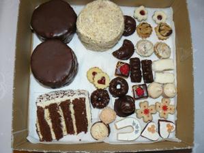cukroví a ochutnávka dortů od pí.Ondrové
