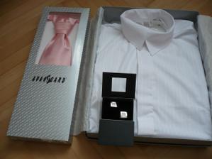 košile, manžetové knoflíčky a regata s kapesníčkem :-)