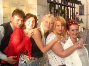 Mé skvělé kamarádky a kamarád :)) (jedna bohužel fotí)