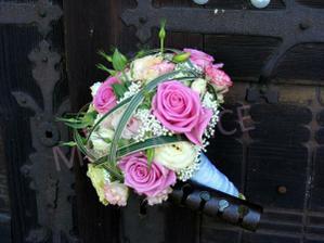 růžové růže Aqua s Eustomou