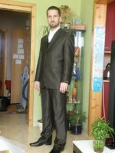 Janikov krasny hnedy oblek...este skratit gate,inak super!