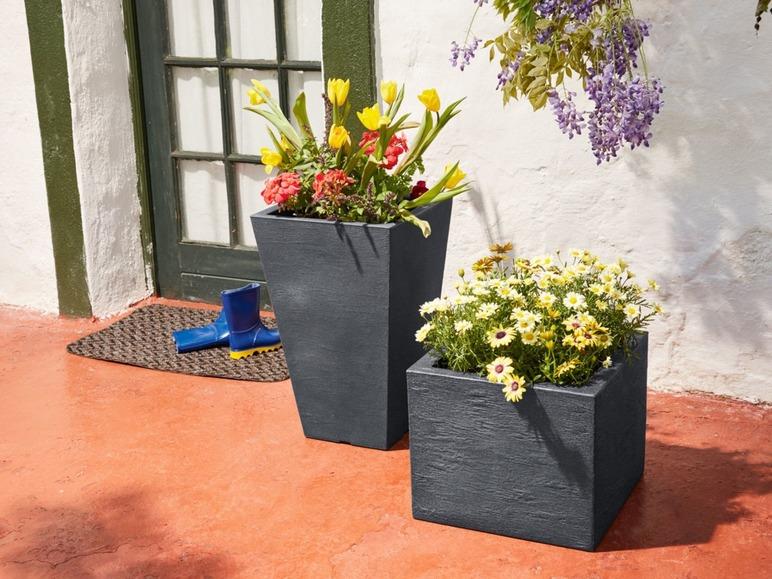 Aké kvety/rastliny najlepšie zasadiť pri dvere do takýchto kvetináčov? Nejaký mix sezonych a trvalých rastliniek.dakujem - Obrázok č. 2