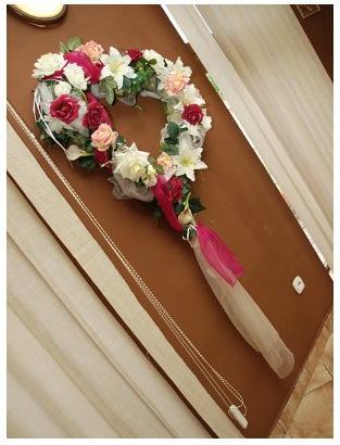 """""""Keby som sa mohla odviazať, moja svadba snov by vyzerala takto..."""" - Aj stena je vyzdobená:)"""