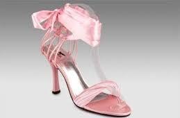 """""""Keby som sa mohla odviazať, moja svadba snov by vyzerala takto..."""" - A k nim jemne ružové topánočky"""