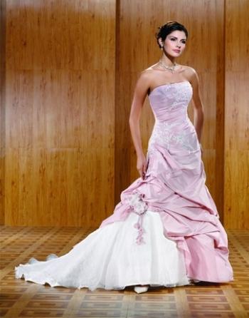 """""""Keby som sa mohla odviazať, moja svadba snov by vyzerala takto..."""" - Svadobné šaty  - takéto podobné by som si zvolila"""