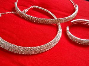 Komplet - čelenka, náhrdelník, náramek - nakonce jsem požila jen čelenku