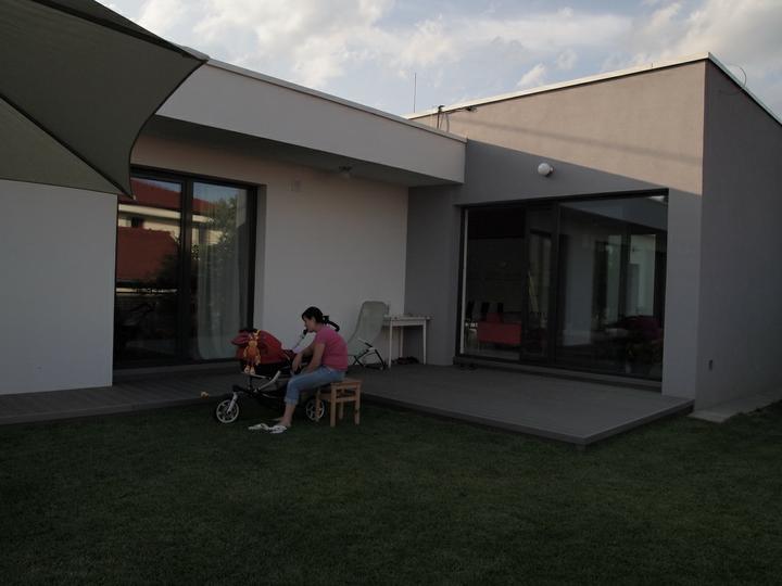 Flat home 200 - este chyba zahradny nabytok a slnolam