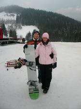 tak tady mě vidíte zatím živou s prknem - přítel mě učil - chudák ten si se mnou užil - já věčná lyžařka a snowboard? To nějak nejde dohromady :-)