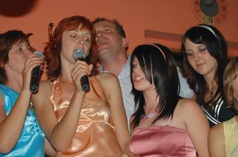 a když unesli nevěstu tak bylo karaoke