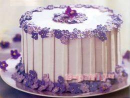 Chtěli jsme ho jako malý dort, ale paní majitelka nám řekla, že je promazaný jogurtovou příchutí, která je nakyslá, tak jsme ho raději nevzali. Ale je nádhernej!