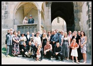 Také jsme stihli vyfotit všechny, kteří se naší opožděné svatby zúčastnili - všem moc děkujeme, že to s námi zvládli.