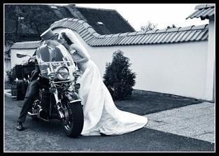 S takovou úžasnou motorkou se na nás přijeli podívat manželův kolega s manželkou.
