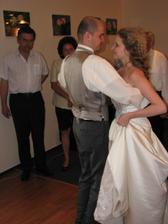 První taneček, bylo celkem složitý nešlapat si na šaty.