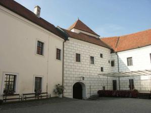 nádvoří zámku