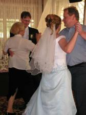 tanec nevěsty a tatínka, ženicha a tety Hanky