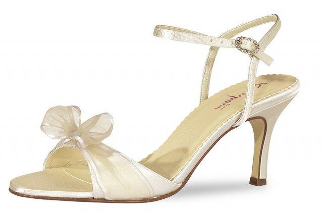 Janka a Karol  30.6.2007 - ... milé sandálky....