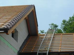 Rebrík na streche...