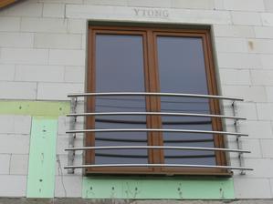 Konečne máme okna a moje vysnívané zábradlie