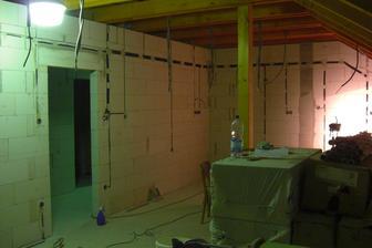 Začiatok elektroinštalácie - kuchyňa+obývačka