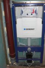 Prerábanie WC na prízemí kvôli stupačke do podkrovia ...