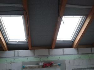 Okná v kuchyni... stolovanie bude priamo pod oknami... tak sa veľmi tešíím už