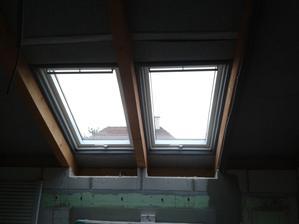 Svetlá detská izba.. okná sú všade vyklopno-kyvné
