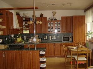 Naše kuchyň, není žádná ultra novinka, ale jsem v ní ráda. Samozřejmě, že kdybych měla možnost, tak ji změním...