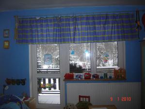okno u kluků v pokojíku