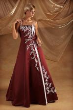 takéto popolnočné šaty si dávam ušiť u jednej super krajčírky vo Zvolene..som zvedavá, aké budú