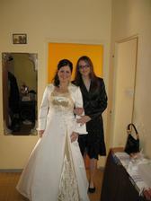 Čakanie na ženícha využité spoločnými rodinnými fotkami..tu s mojou sesterničkou