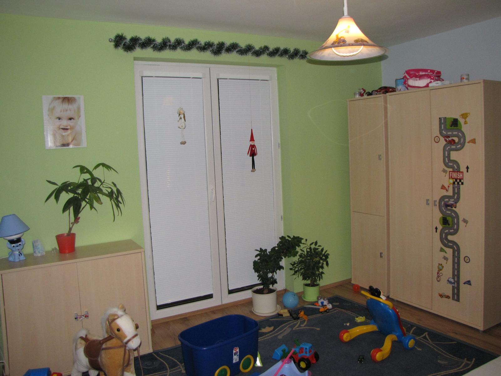 Posledný deň v roku sme sa presťahovali - izba je uprataná iba keď sa vysáva po vysávaní musí byť všetko ako pred vysávaním, čiže večný neporiadok