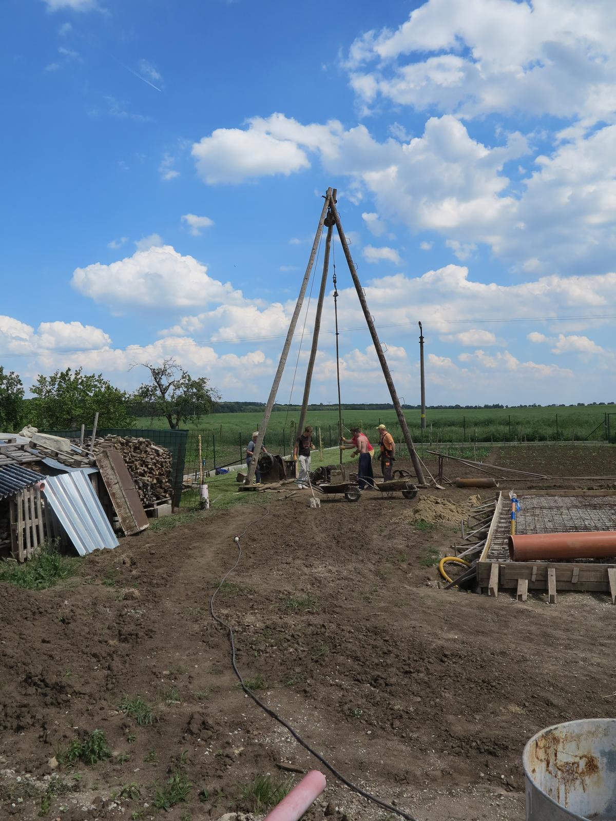 Posledný deň v roku sme sa presťahovali - vrtanie studne