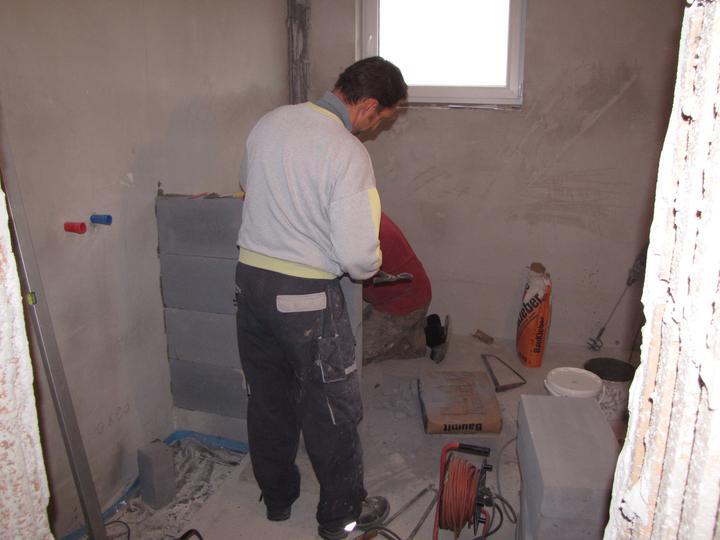 Kúpelňa a zvyšok - stavanie steny pre sprchový kút