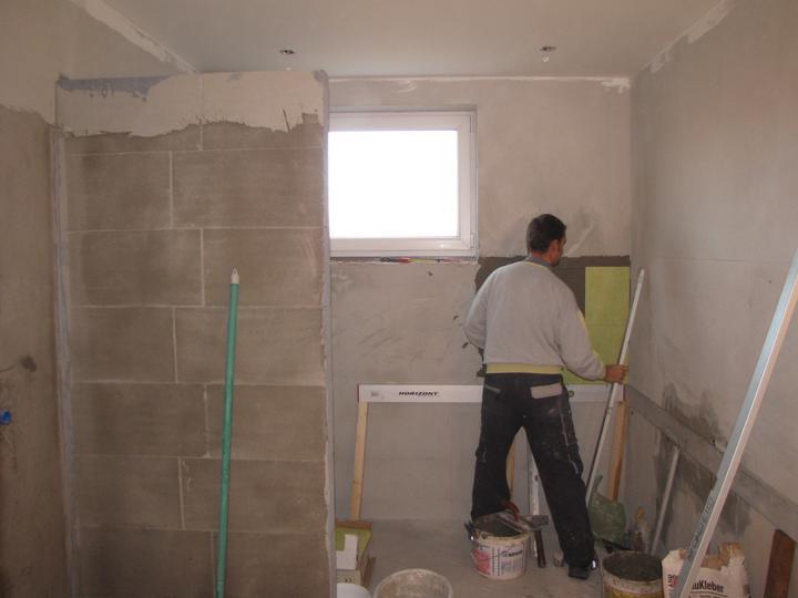 Kúpelňa a zvyšok - prvé obkladačky