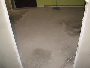 vyrovnavanie podlahy v chodbe....