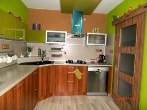 moja kuchyna...este dokončit svetlo pod linku...