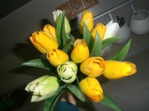 Nie som zastanca umelych kvetín..ale tieto  ma dostali...