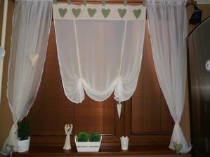 dokončená záclona v kuchyni...