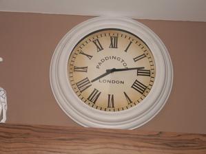 hodiny v obyvacke