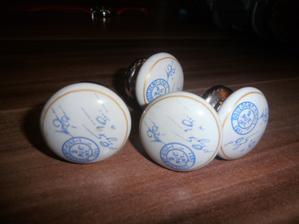 porcelanove uchytky som z nich milo prekavapena su nadherne z kik