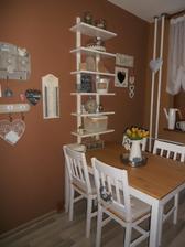 mala zmena v kuchyni novy stol stolicky+ policka