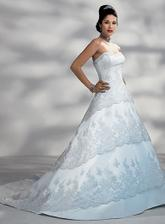 moje šaty na modelce - já je budu mít ale v krémové barvě