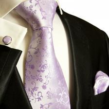 v setu je i kravata, může volit kombinace.