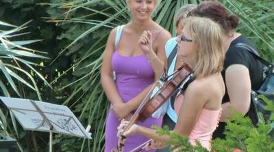 na svatbě nám zahrála Hell na violu- díky!:)