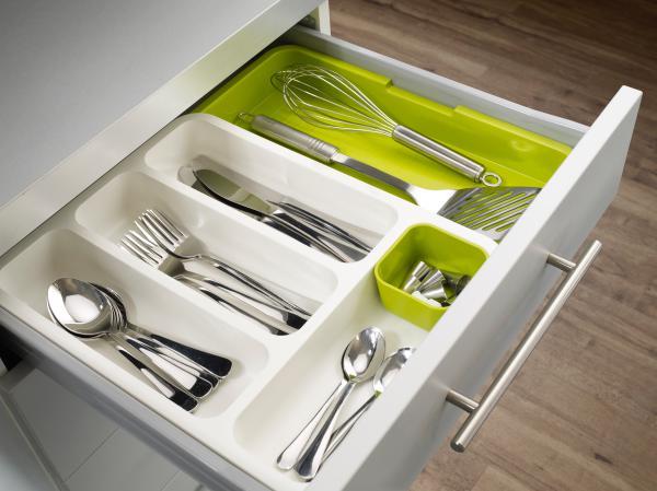Kuchynské dizajnové doplnky na www.dekoraciedobytu.sk - Nastaviteľné priehradky na príbory Drawer Story.  rozmery: 37 x 29 až 48x5cm(nastaviteĺny rozmer), biela / zelená, zelená čásť je výsuvná