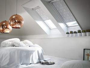 v ložnici co nejméně věcí, ideálně postel , křeslo , komoda