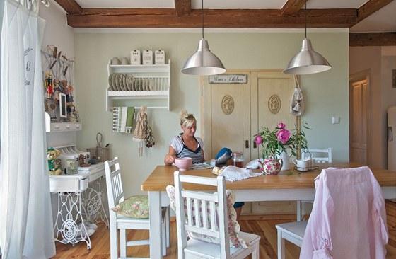 Drevo a biela v kuchyni - Obrázok č. 80